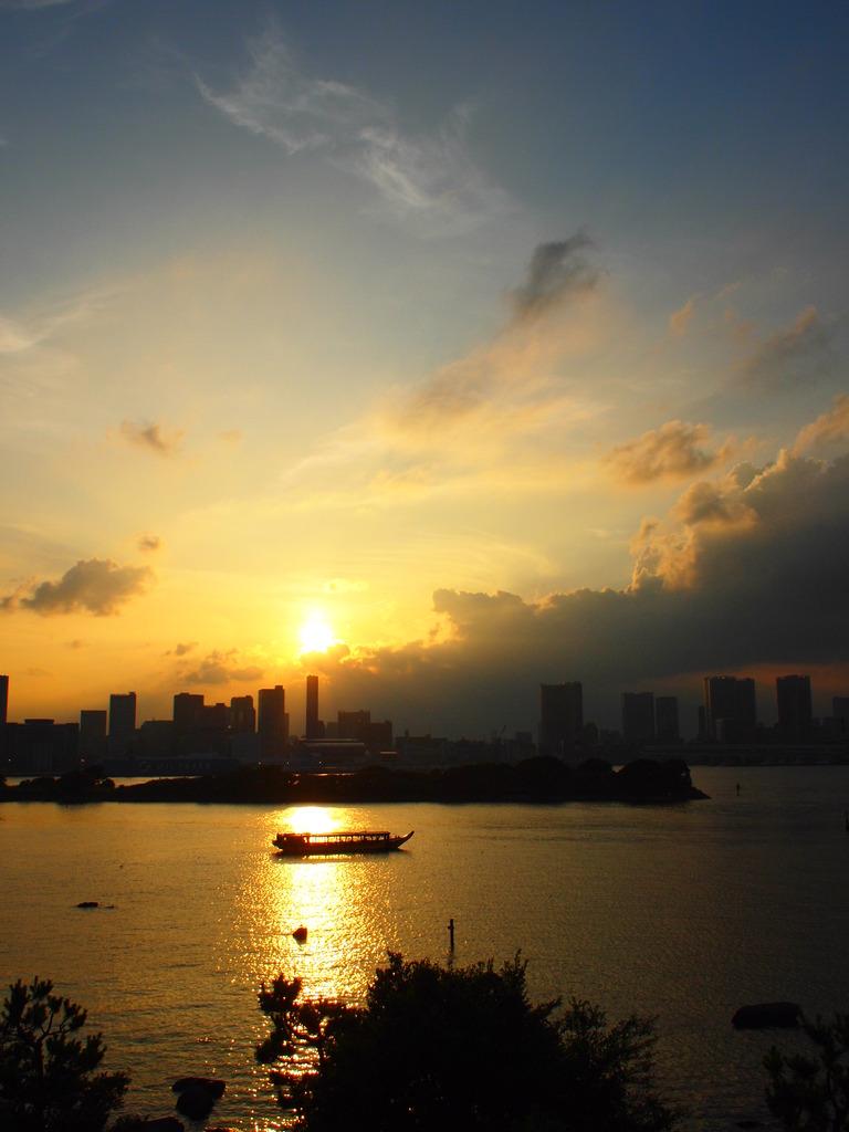 屋形船と夕日