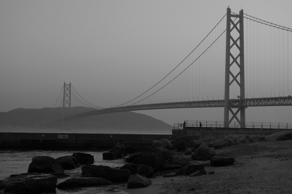 霧のかかった淡路島