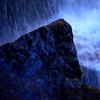 滝 岩 水