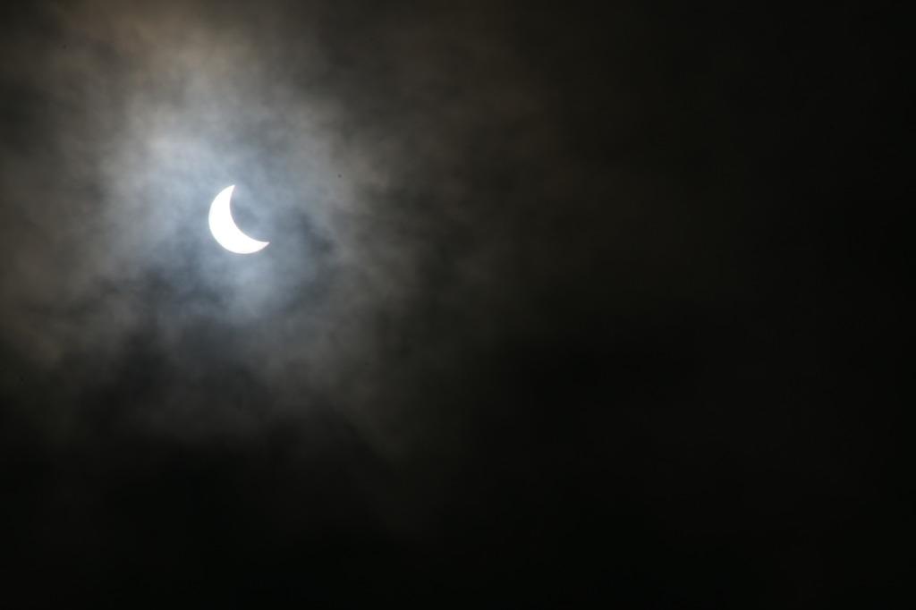 初夏の怪奇な部分日食