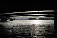 橋の向こう側