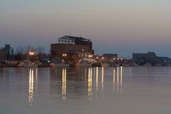 夕暮れの港散歩