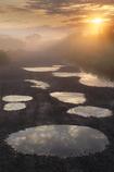 朝靄に昇る旭日