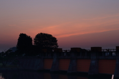 水門の朝焼け