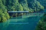 新緑と朝日と第三橋梁