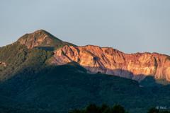 朝日で輝く磐梯山をどうぞ。