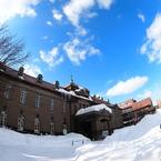青空と雲と雪と札幌市資料館