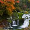 紅葉と苔の滝