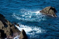 波の音に耳を澄ます