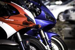 赤と青のスーパースポーツ