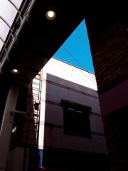 元町の光と影