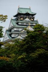 秋陽に輝く大阪城