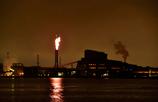 燃える秋の工場夜景