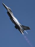 高速上昇のF-16