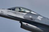 F-16 のコックピットをROCK ON !