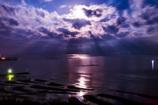 干潟に降り注ぐ月夜の怪