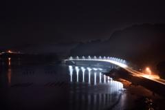 夜明け前のブリッジ