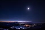マイナス8℃の盆地を照らすお月様とお星さま。