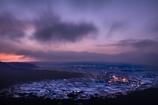 雪が降り積もる阿蘇の夜明け