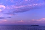 ブルーモーメントに染まる軍艦島。