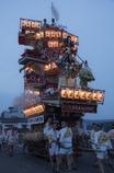 灯りに包まれる祇園祭り