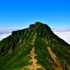 天空の阿弥陀岳中岳の尾根