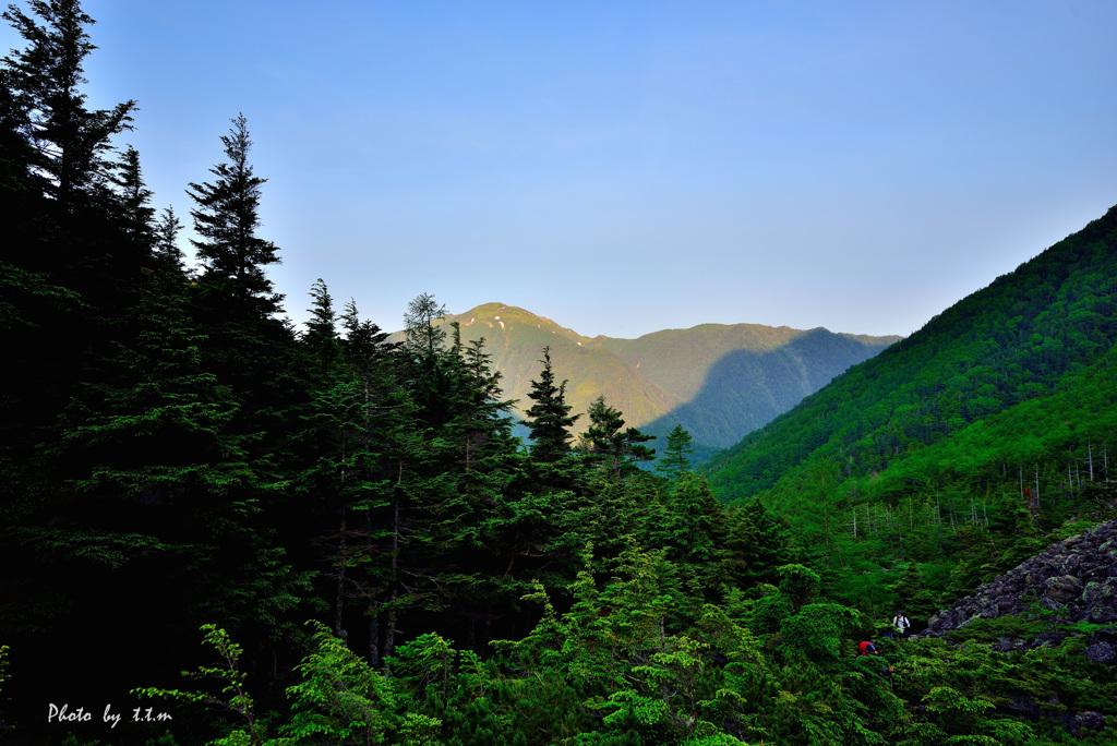 朝日を浴びる南アルプス仙丈ケ岳