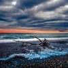夜明けのヒスイ海岸(境海岸)の流木