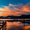 湖菖蒲ヶ浜から見た日の出前の朝焼けに染まる中禅寺湖