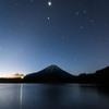 精進湖からの夜空