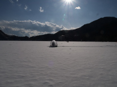 7年ぶり全面結氷した榛名湖