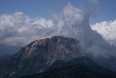 襲いかかる雲