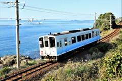 海の見える鉄道風景
