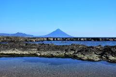 垣瀬浜から望む開聞岳