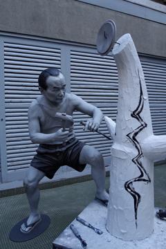 岡本太郎像_岡本太郎記念館