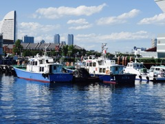 横浜の船着場。