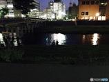 川辺の二人