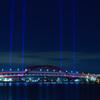 光線を放つ神戸大橋