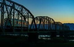 鉄橋とローカル線