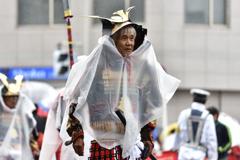 パレードの日は雨(2)