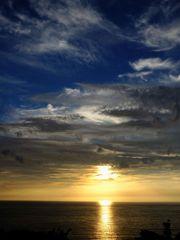 日没を迎える越前の海