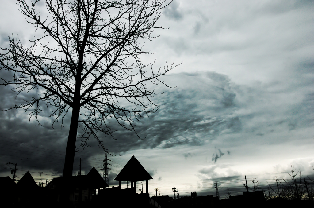 怪しい雲行き by d_fox (ID:64...