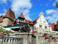 ペレシュ城の見えるBar~ルーマニア Peleș Castle View Bar
