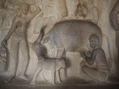 母性愛~ヒンドゥー彫刻 Cowherd milking a cow