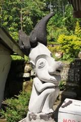 寄付をお願い!~インドネシア Donation Box Statue