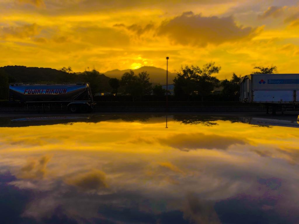 溶け込む夕日