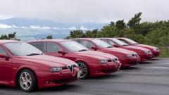 赤い車が集合