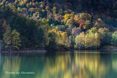 【湖水の秋】