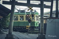 江ノ電(鳥居越し)