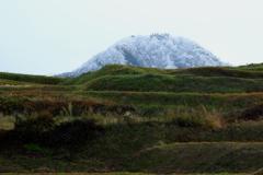 棚田と冠着山